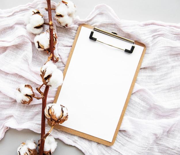 Appunti e fiori di cotone