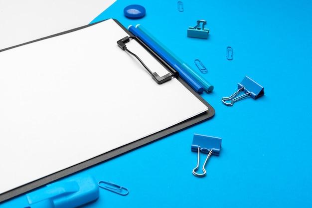 Appunti su vibrante due tonalità di blu e bianco