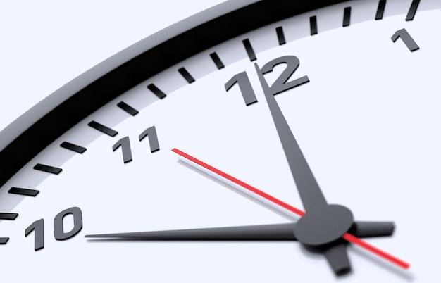 Vista di dettaglio dell'orologio isolata su sfondo blu