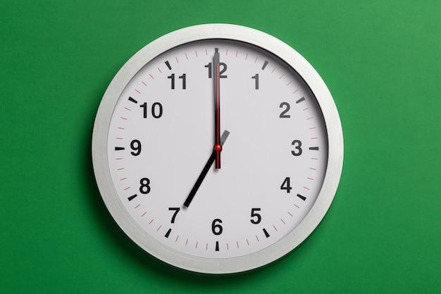 L'orologio segna le sette