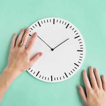Concetto del cerchio puntuale di ora del secondo minuto di tempo di orologio