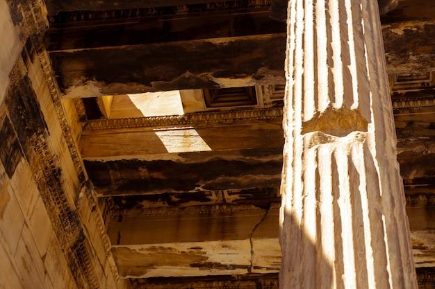 Primo piano delle antiche rovine greche