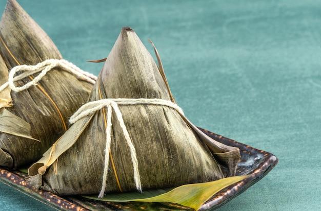 Close up cinese asiatica fatta in casa zongzi - gnocchi di riso cibo per dragon boat festival
