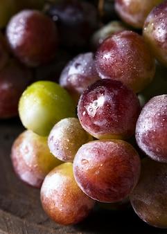 Primo piano dell'uva d'autunno