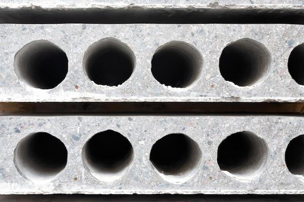 Close up sullo sfondo della lastra di cemento prefabbricato con foro per la costruzione
