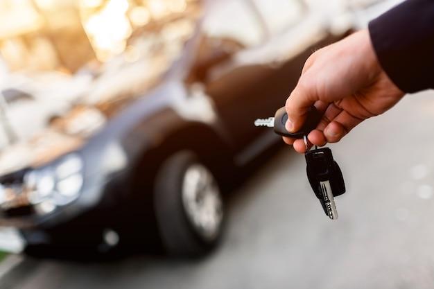 Primo piano delle chiavi della macchina
