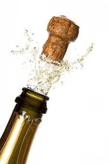 Chiuda in su del tappo di champagne schioccando