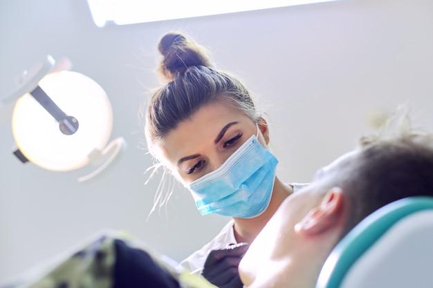 Chiudere la procedura di trattamento dentale in studio dentistico