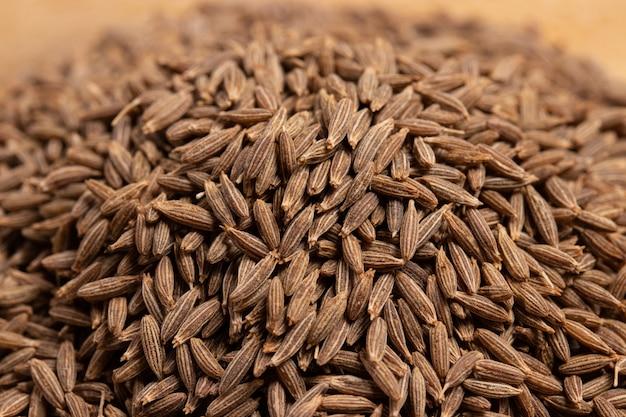 Chiuda in su dei semi di cumino secchi, della spezia importante in curry e del curry di massaman
