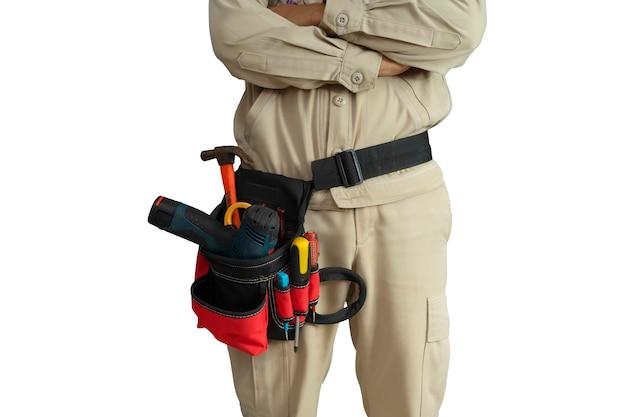 Uniforme da elettricista ravvicinata con cintura portautensili isolata su sfondo bianco