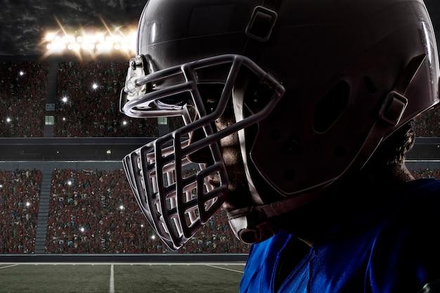 Primo piano di un giocatore di football con una divisa blu su uno stadio