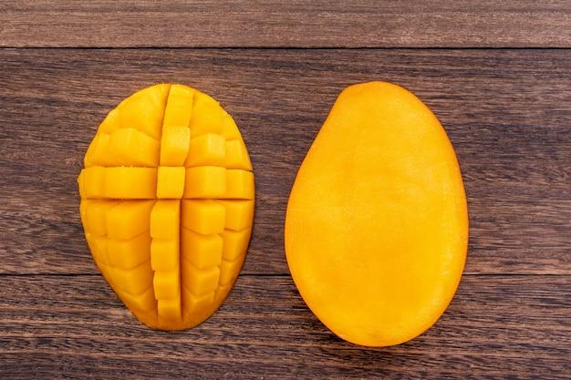 Primo piano di mango fresco tritato