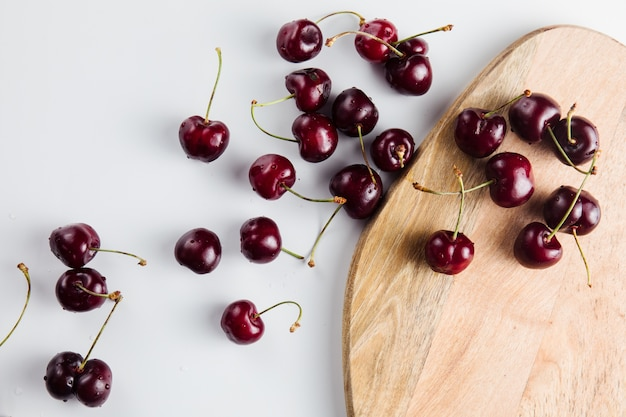 Primo piano di frutta ciliegia fresca e matura