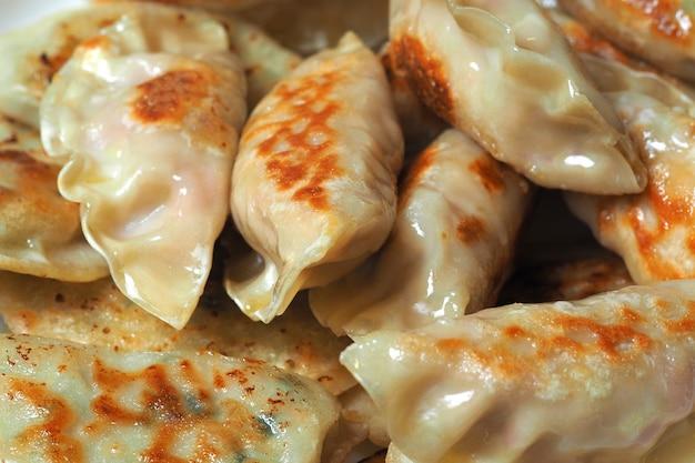 Gnocchi fritti del primo piano. cucina coreana e giapponese. può essere usato come sfondo