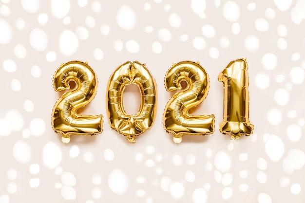 Close up palloncini d'oro per il nuovo anno