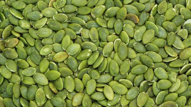 Chiuda in su della priorità bassa verde dei semi di zucca