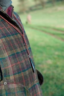 Un primo piano di una giacca da cacciatore