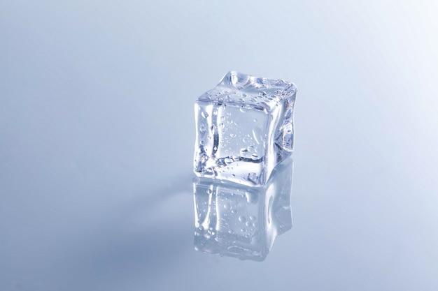 Primo piano di un cubetto di ghiaccio