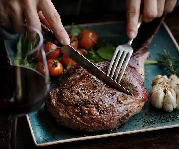Primo piano di un'idea di ricetta per la fotografia di cibo di braciola di agnello