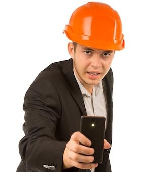 Primo piano ingegnere maschio che scatta una foto dal cellulare