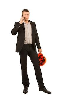 Primo piano ingegnere di mezza età che parla al telefono
