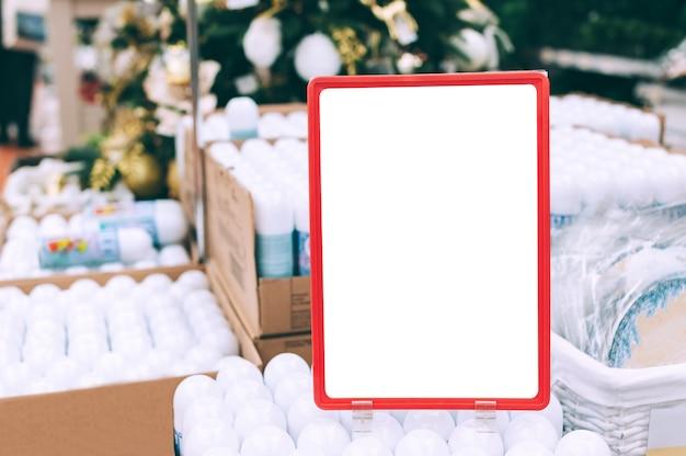 Close-up, mock-up di piatti su scatole con cilindri.