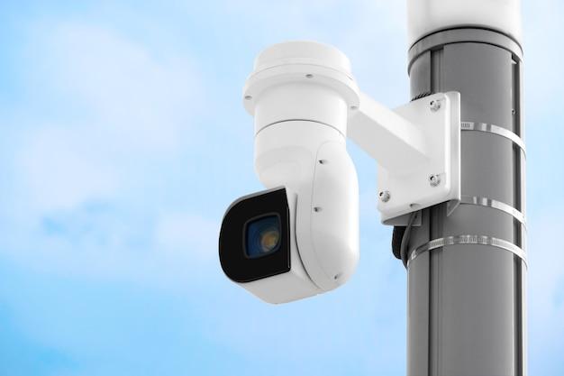 Chiudere la moderna telecamera cctv pubblica