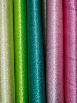 Close up di campioni di tessuto multicolore