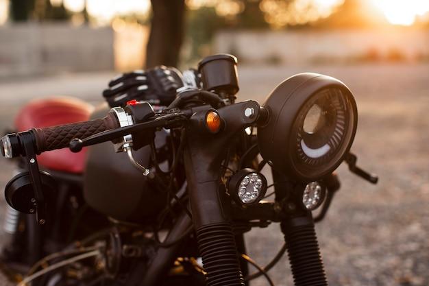 Vecchia motocicletta del primo piano in dettaglio
