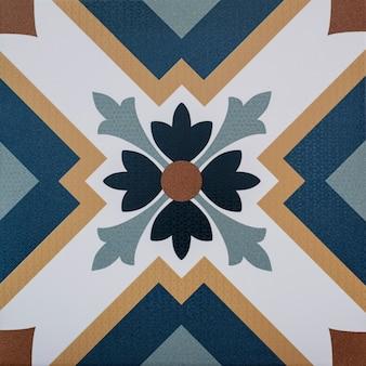 Close-up di vecchie piastrelle portoghesi con dettagli di figure geometriche