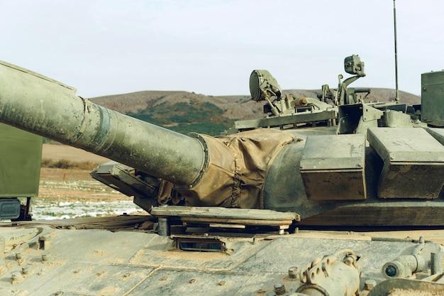 Primo piano foto di un carro armato russo sul tankodrome