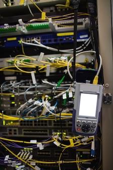 Primo piano del server montato su rack