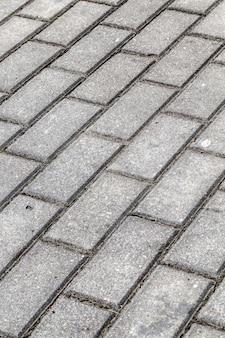Primo piano della strada per pedoni e camminatori in tegole di cemento