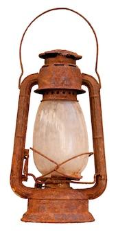 Close up di olio arrugginito lanterna isolati su sfondo bianco