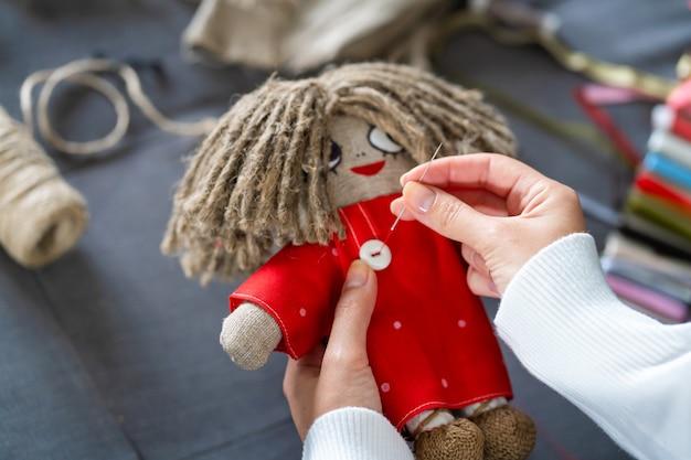 Close up bambola da cucire