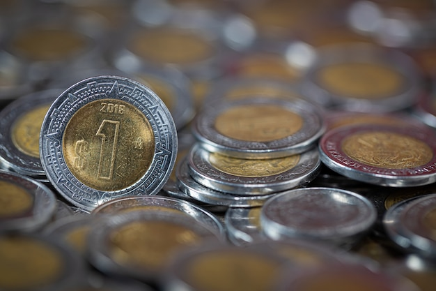 Chiuda su un colpo di una moneta del peso messicano