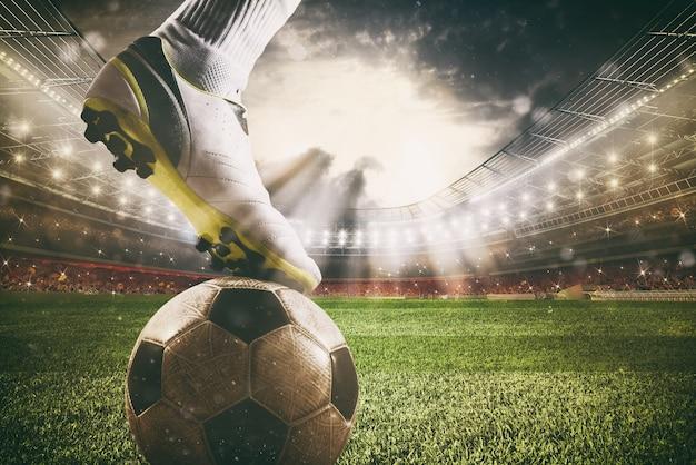 Primo piano di un attaccante di calcio pronto a calciare il pallone allo stadio