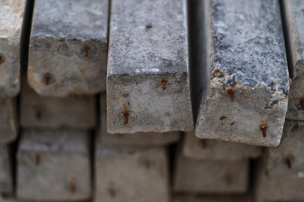 Close up pila di prefabbricati in cemento armato lastre di fondo