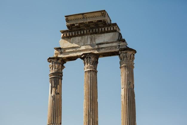 Primo piano del tempio di castore e polluce, tempio dei dioscuri italiano.