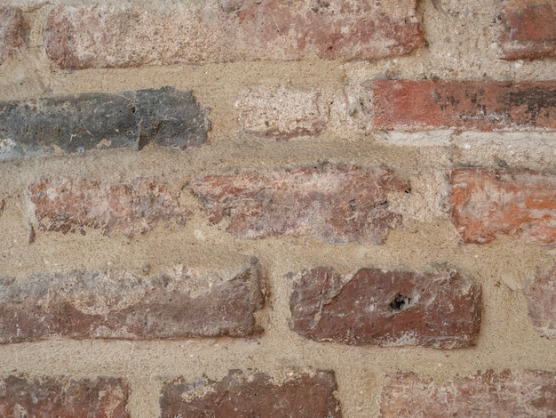 Chiuda su struttura di vecchio muro di mattoni per fondo