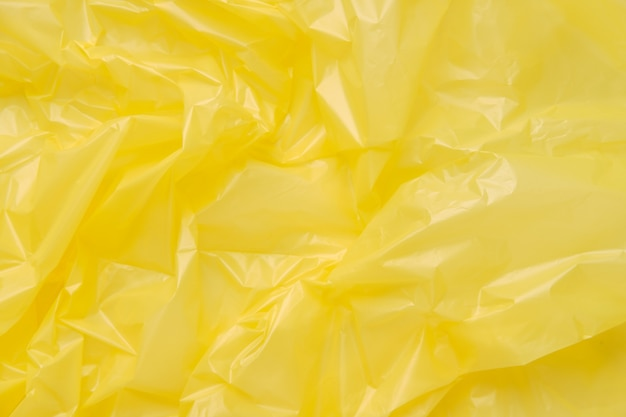 Close up texture di un sacchetto di immondizia di plastica gialla. film in polietilene giallo