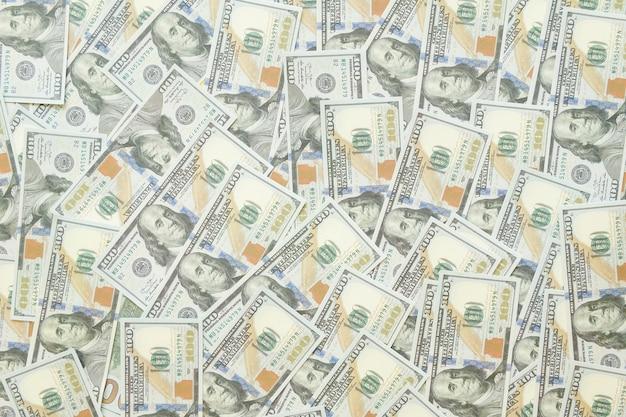 Vista ravvicinata di denaro contante fatture di dollari in importo. vista da vicino di denaro contante banconote in dollari in quantità di banconote in dollari sfondo. concetto di crisi finanziaria globale