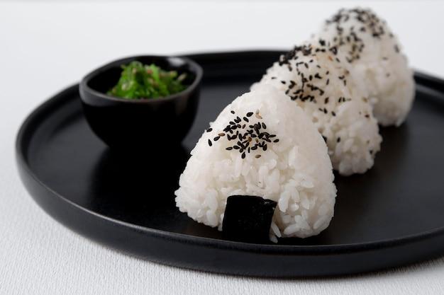 Vista ravvicinata di deliziose polpette di riso