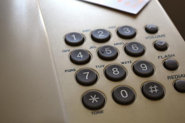 Vista ravvicinata della tastiera di un telefono dial-up