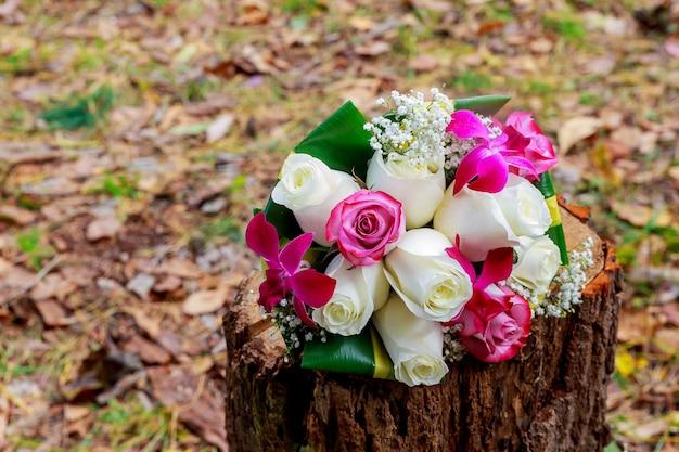 Primo piano di bouquet da sposa astratto, banda, sposare, pianta, pizzo di bellezza romantico