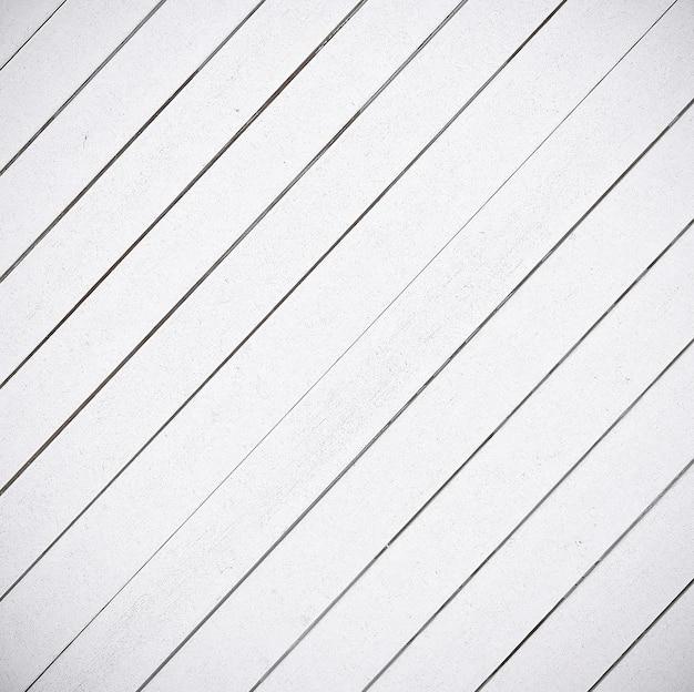Il vicino sfondo bianco di struttura di pannelli di legno.