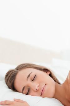 Primo piano, donna a letto addormentata
