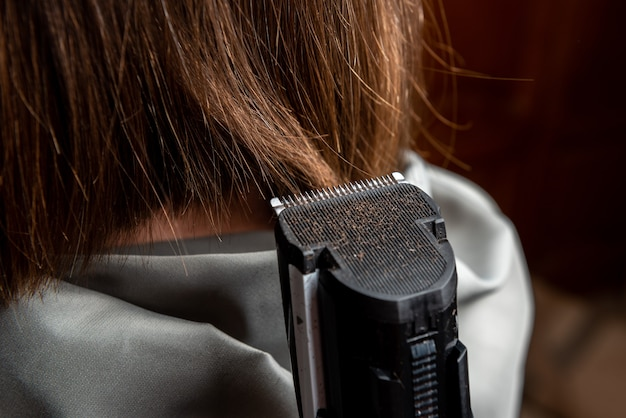 Vicino donna al parrucchiere
