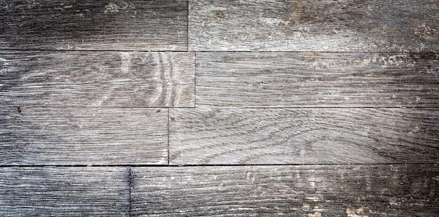 Una stretta di una superficie di legno