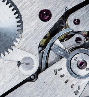 Vista ravvicinata del vecchio meccanismo dell'orologio con ingranaggi e ruote dentate per il tuo business design di successo macro
